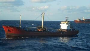 Yunanistanda kaçak göçmen taşıyan Türk gemisi Girite çekiliyor