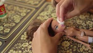 Barbieye öyle bir şey yapıyor ki...