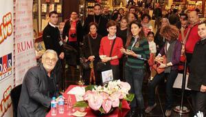 İspanyol tenor Placido Domingo, hayranlarıyla buluştu