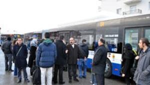 Metrobüste aktarmaya protesto