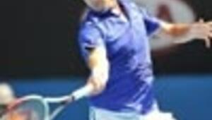 Federer to meet Safin in tricky third round battle