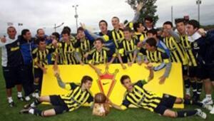 Fenerbahçeli gençlere büyük onur
