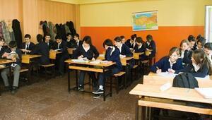 Liselerde daha az ders, daha çok ara