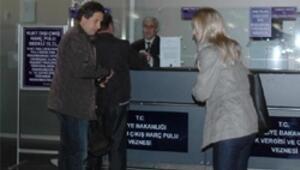 Atatürk Havalimanı'nda harç pulu kuyruğu