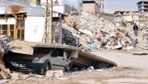 Depremde ölenlerin yakınları tazminat için emeklilik şirketlerine başvuruyor