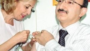 İlk aşıyı Sağlık Müdürü Aksoy oldu