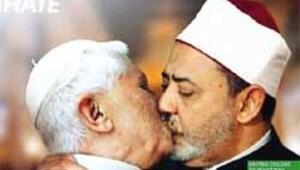 Papa'yla imamın dudak dudağa öpüşme reklamı Vatikan'ı çileden çıkardı