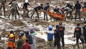 Endonezyada toprak kayması: 11 ölü, 100 kayıp
