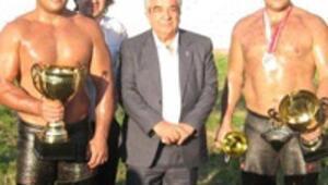 Levent Erdoğanın güreşçileri şampiyon