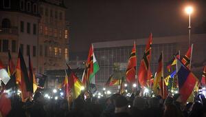 PEGIDA hareketi Dresdende 15. gösterisini düzenledi