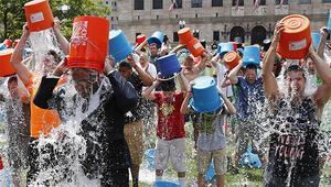 Yeni trend: ALS için başından aşağı bir kova buzlu su dök