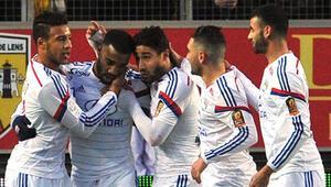 Lyon kaçıyor, PSG kovalıyor