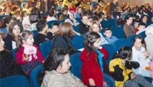 100 bin çocuk için tiyatro