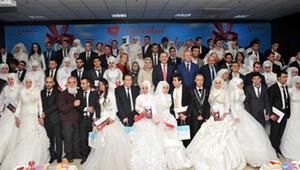 48 çift aynı anda evlendi