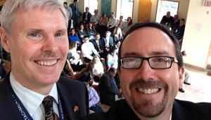 ABD Büyükelçisi John Bassten aile selfiesi