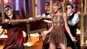 42. Amerikan Müzik Ödülleri bitti