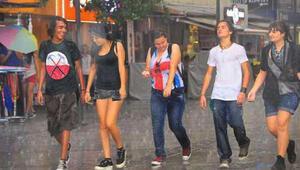 İstanbulda şiddetli yaz yağmuru alarmı