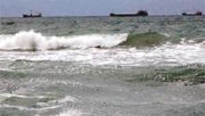 Fırtına gemi batırdı