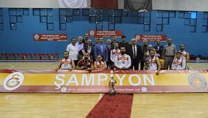 Galatasarayda büyük şok Evlerinden atıldılar...