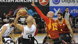 Galatasaray liderliği bırakmıyor