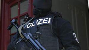 Aşırı solcular PEGİDA ve polise karşı
