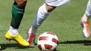 Milli maçlara erkek futbolcularla hazırlanıyor