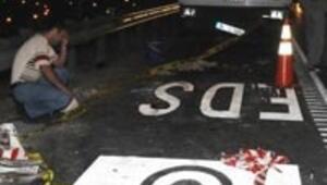 EDS yazısı yazan 3 işçiye otomobil çarptı: 1 ölü