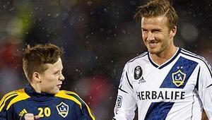 Genç Beckham, Manchester United ile idmana çıktı