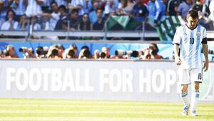 Messi oyundan memnun değil