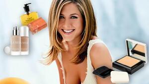 Jennifer Anistonın makyaj çantası