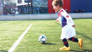 Türkiyenin en küçük futbolcusu Emre