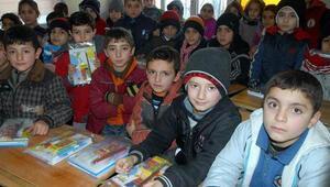 Suriyeliler çocuklarına Batman'da okul açtı