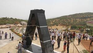 PKKlının heykeline basan askere soruşturma