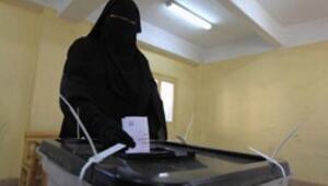Mısırlılar kritik referandum için sandık başında