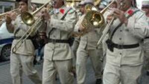 Beynelmilel orkestrası İstiklal Caddesinde