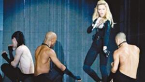 Madonna konserine sizin için gittik biletimiz olsa içeri de girerdik