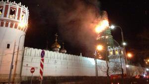 Nâzım Hikmetin mezarının bitişiğindeki manastır yandı