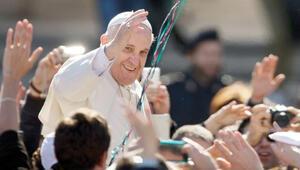 Papa kutladı, Pakistan kınadı