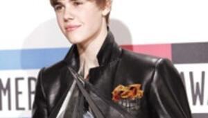 Ödülleri Justin topladı