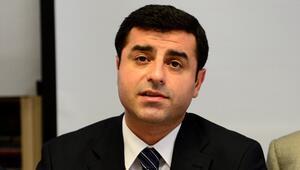 Demirtaş : Cemaat kılıfına uyduruyordu, AKP bu komploları yüzüne gözüne bulaştırıyor