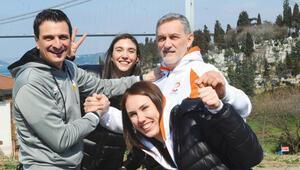 Eczacıbaşı Vitra ve Vakıfbank 4 Nisan akşamı tarihi bir maça çıkacak