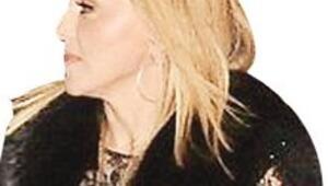 Madonna'dan  tam gövde gösterisi