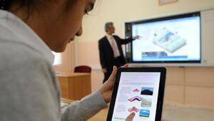 700 bin öğrenci ile öğretmenlerine tablet