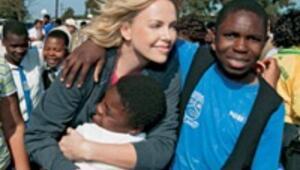 Afrikalı çocukların iyilik meleği