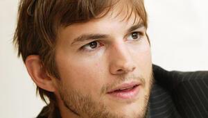 Ashton Kutcherın başı  telif haklarıyla dertte