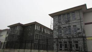 İnşaatı devam eden okul sınav merkezi oldu