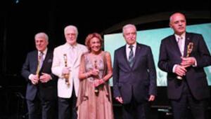 Altın Kozada yaşam boyu onur ödülleri verildi