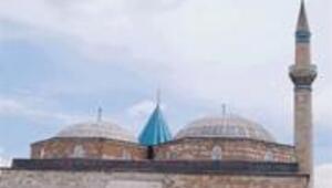 Eski ile yeni, modern ile tutucunun bir arada barındığı tarihi şehir KONYA