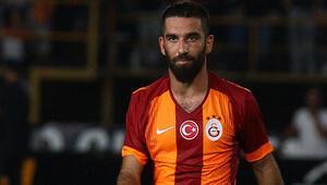 Arda Turan yeniden Galatasaray forması giydi