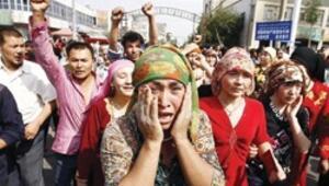 Toprakları alınan Uygurlar çatıştı